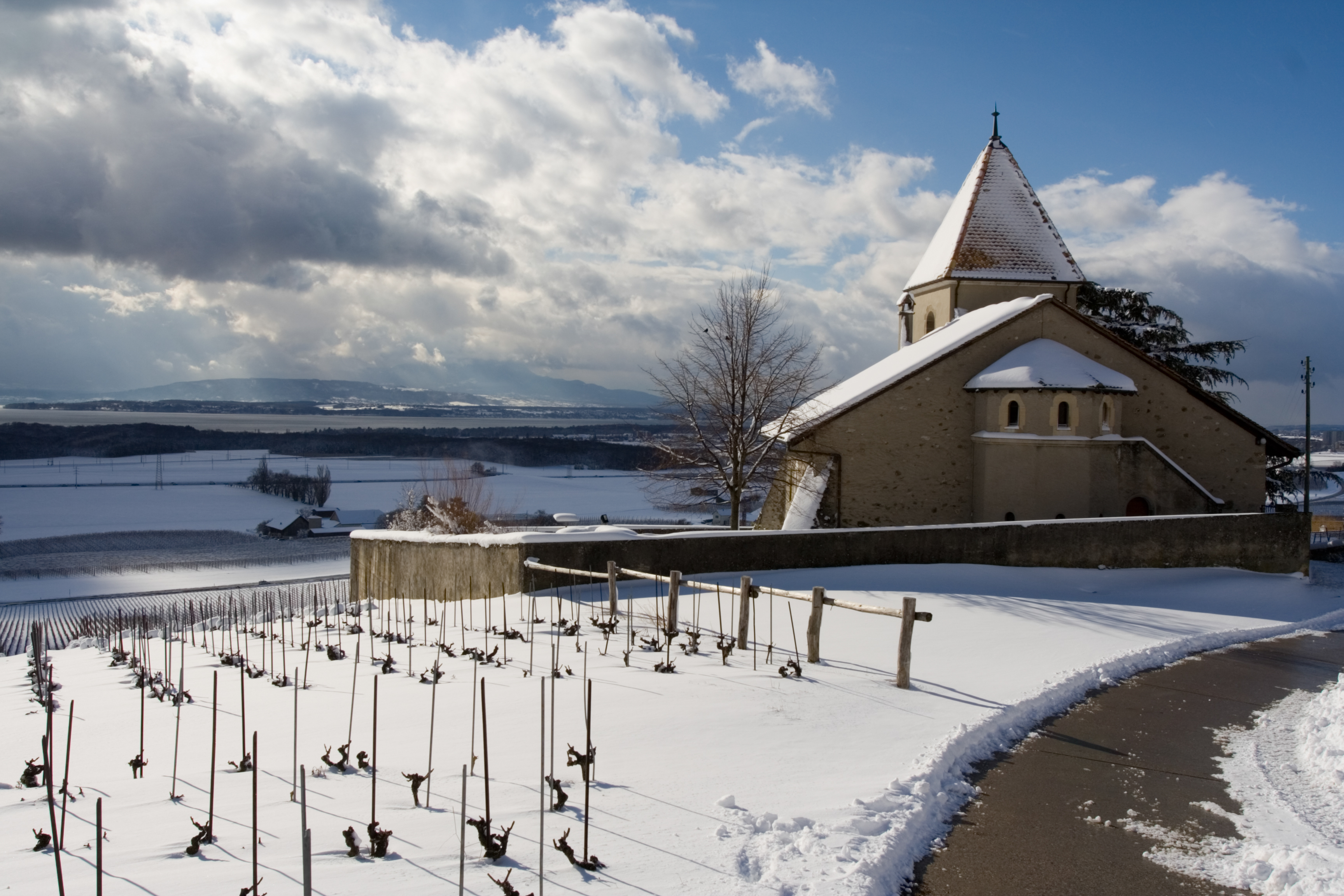 L'église de Luins en hiver. © Andrew Schiewe